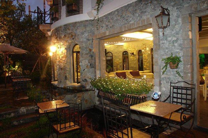 Quán cafe sân vườn Huyền Thoại - Legend Cafe