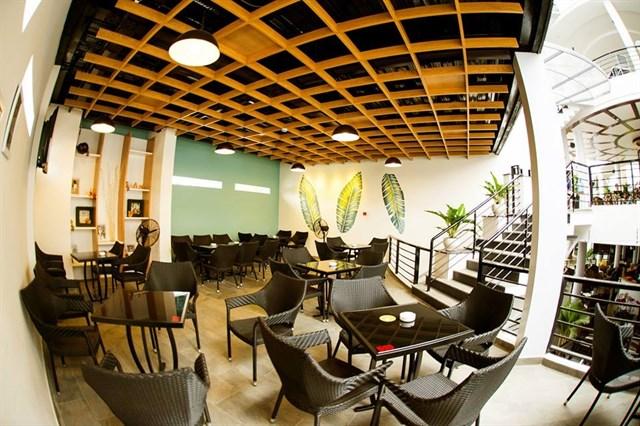 Trong quán cafe có 2 khu vui chơi dành cho trẻ em & 1 góc thưởng thức cafe của quán